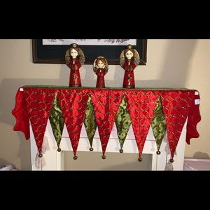 Other - Green and red Christmas mantle scarf